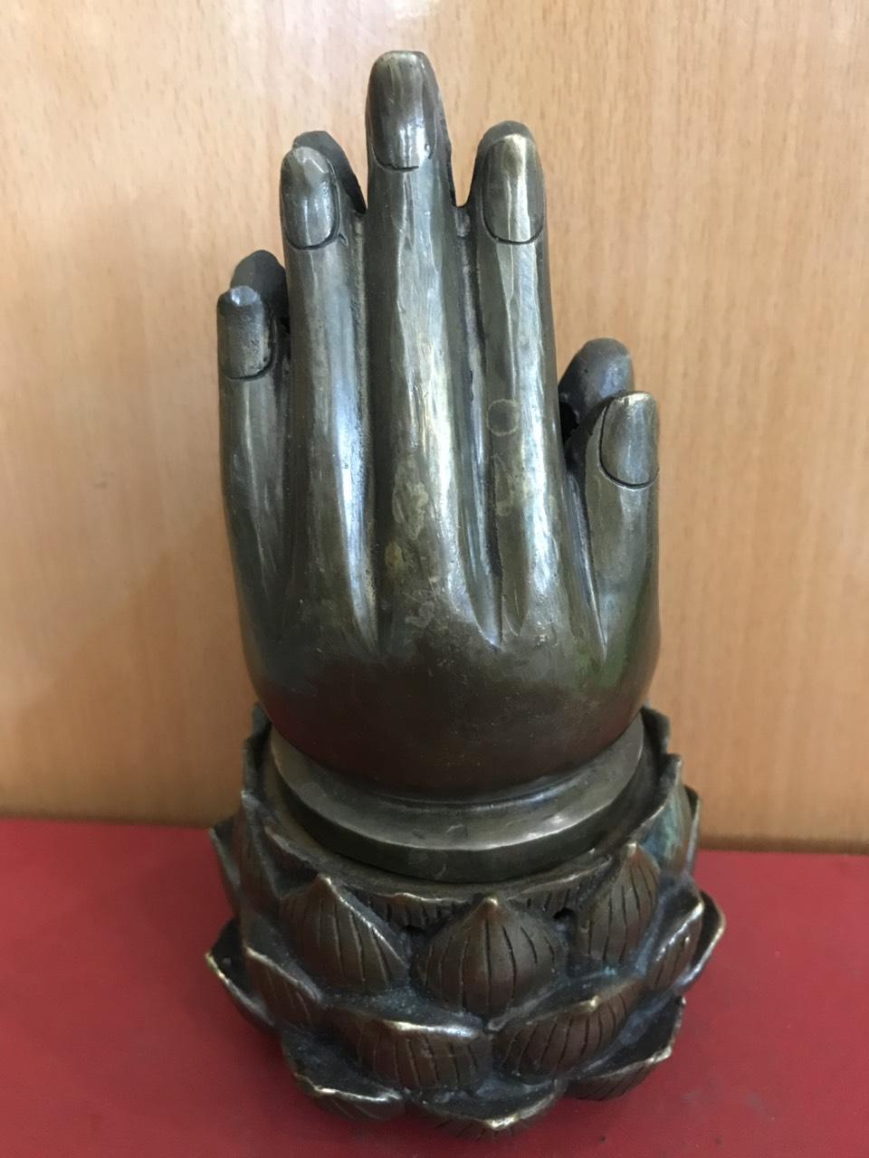 Trầm tay phật cao 19cm mã R22